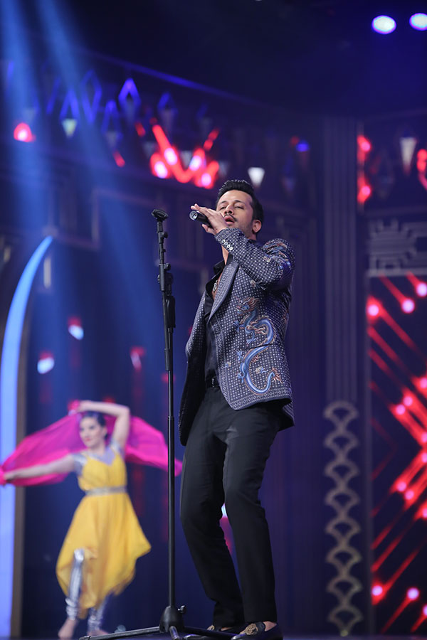 Atif Aslam performed on three other numbers that had an international troupe dancing in accompaniment.