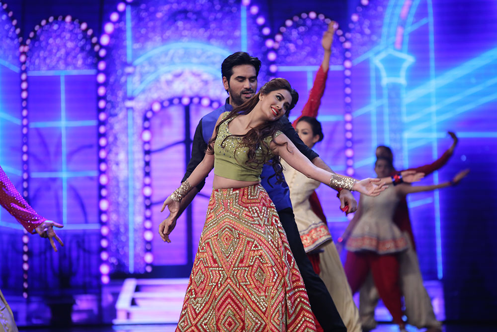 Setting the house on fire with their scintillating performance on the songs of Bin Roye were Humayun Saeed and the sultry Mehwish Hayat