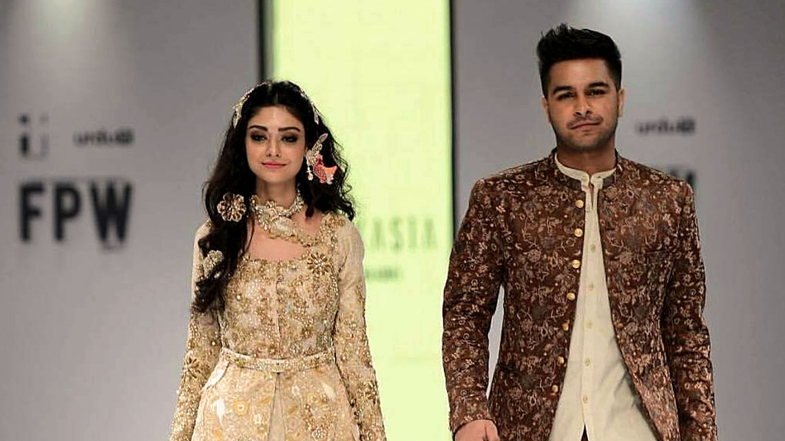 Fpw 2017 Day 1 Pakistani Celebrities Turn Showstoppers
