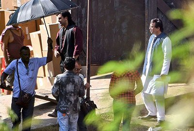 ranbir-kapoor-and-aresh-rawal-on-the-sets-of-sanjay-dutts-biopic