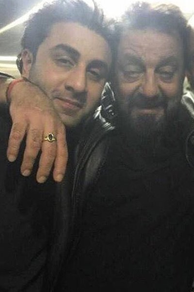 sanjay-dutt-and-ranbir-kapoor-share-a-warm-moment-with-each-other
