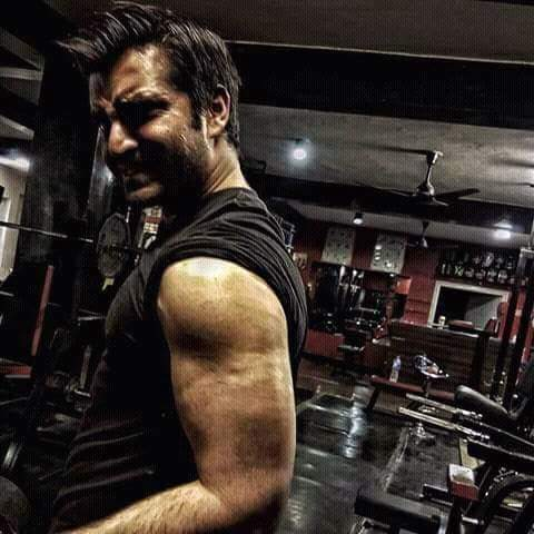 hamza ali abbasi hot gym pic work out