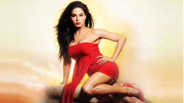 veena-malik-sexy-red-dress