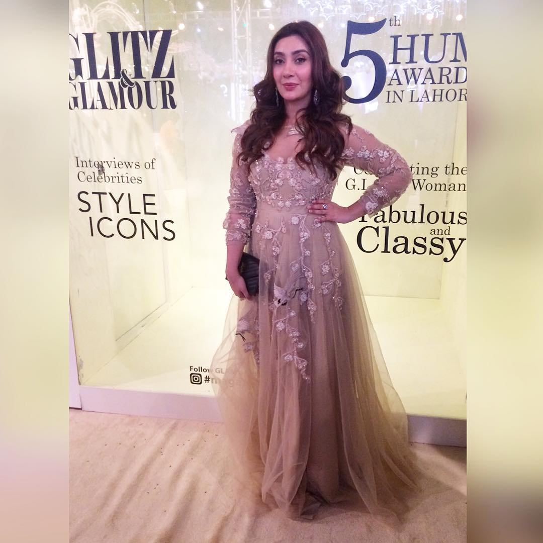 hum awards 2017 red carpet pictures