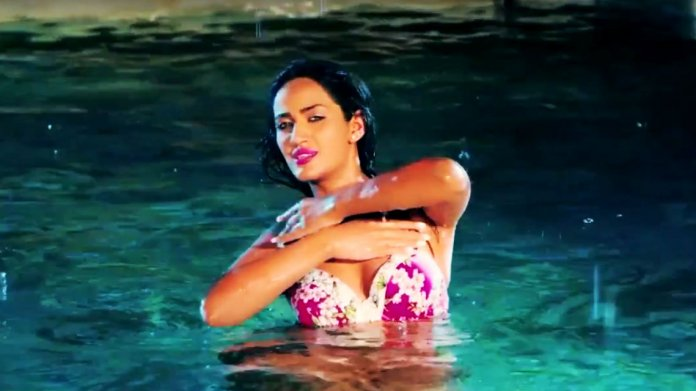 mathira-hot-pic-pakistani-movie