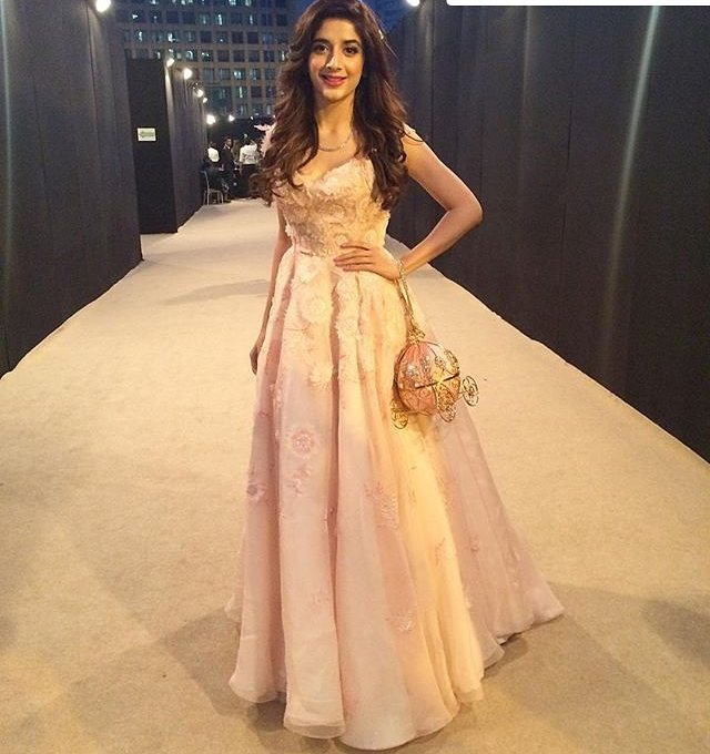 mawra hocane lux style awards 2017 red carpet