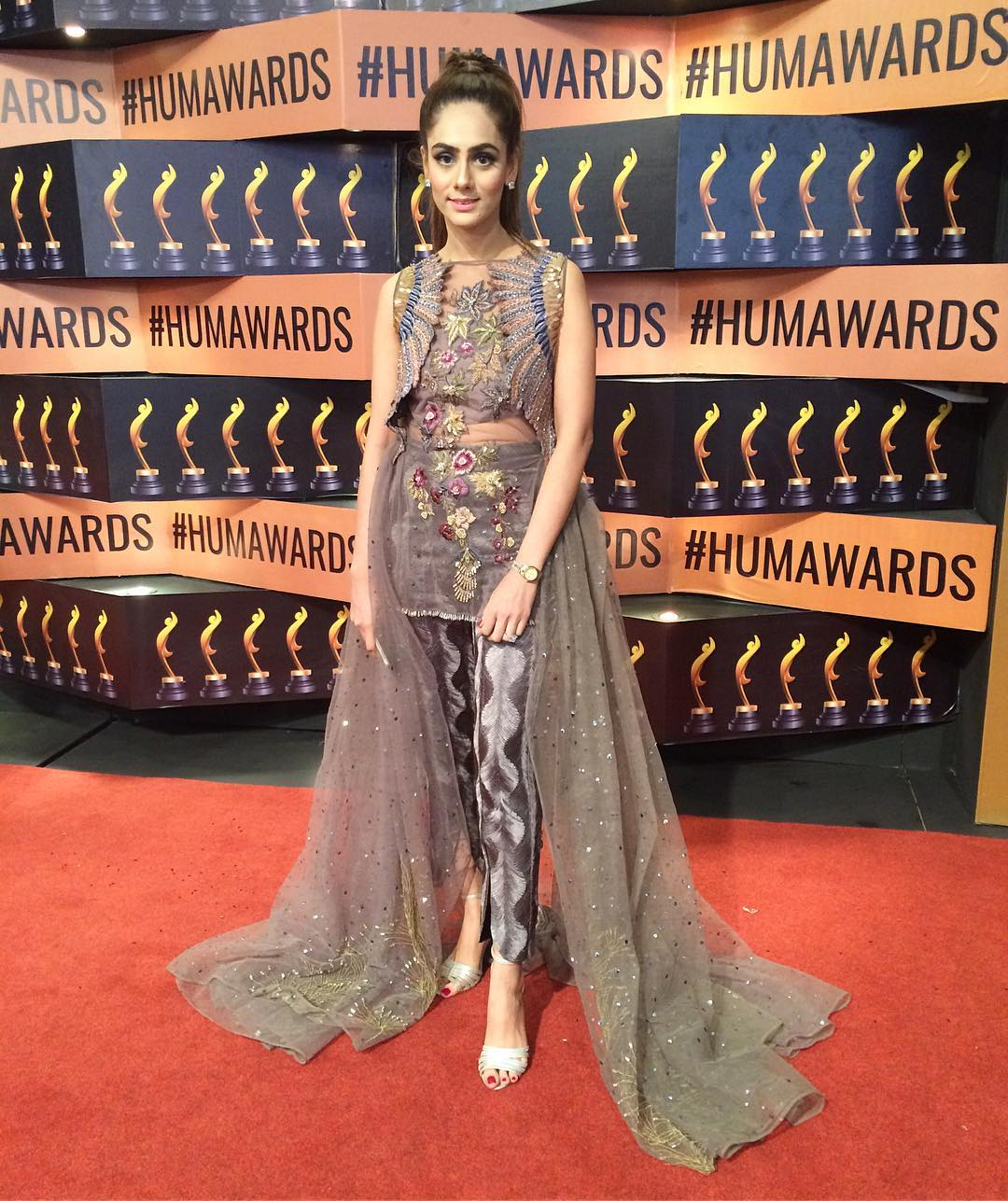 shanzay sheikh hum awards 2017 red carpet pictures