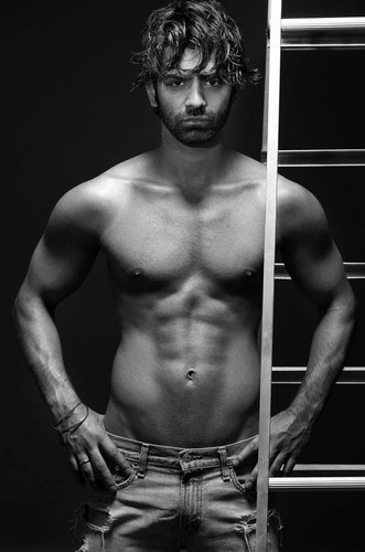 barun sobti shirtless