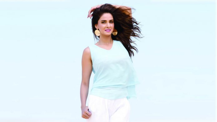 saba-qamar-praised-by-bollywood