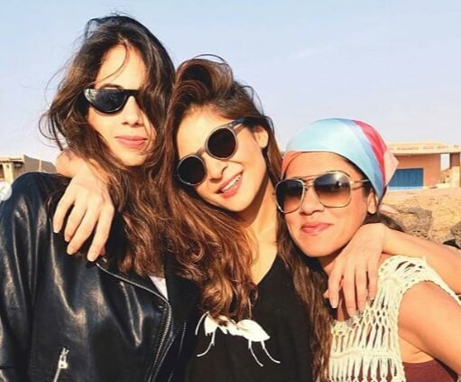 pakistani celebrities on beach2
