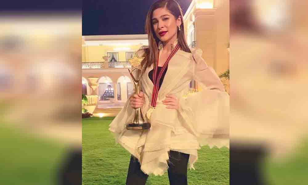 Image result for ayesha omer getting tamgha-e-fakhr