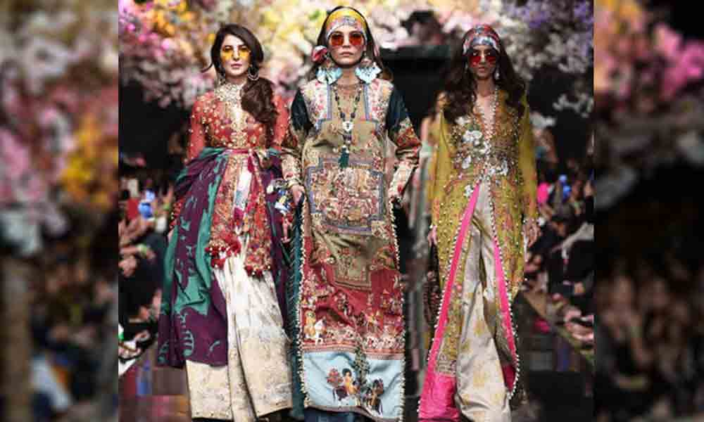 e7710d3cc2 Fashion Pakistan Week Spring/Summer 2019 started off with a bang with Sana  Safinaz opening a very memorable solo show on Tuesday, March 12th at the  iconic ...