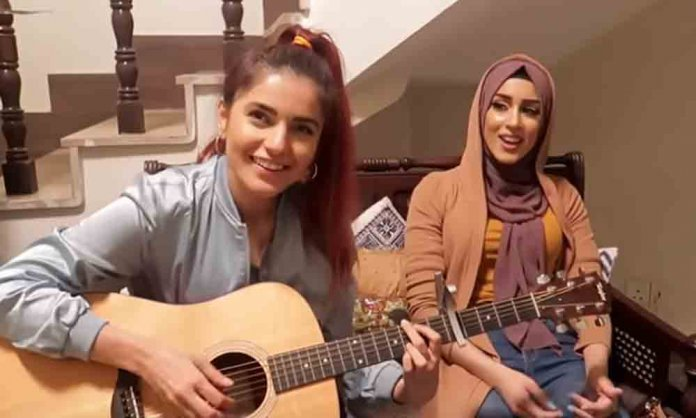 momina mustehsan and froggy